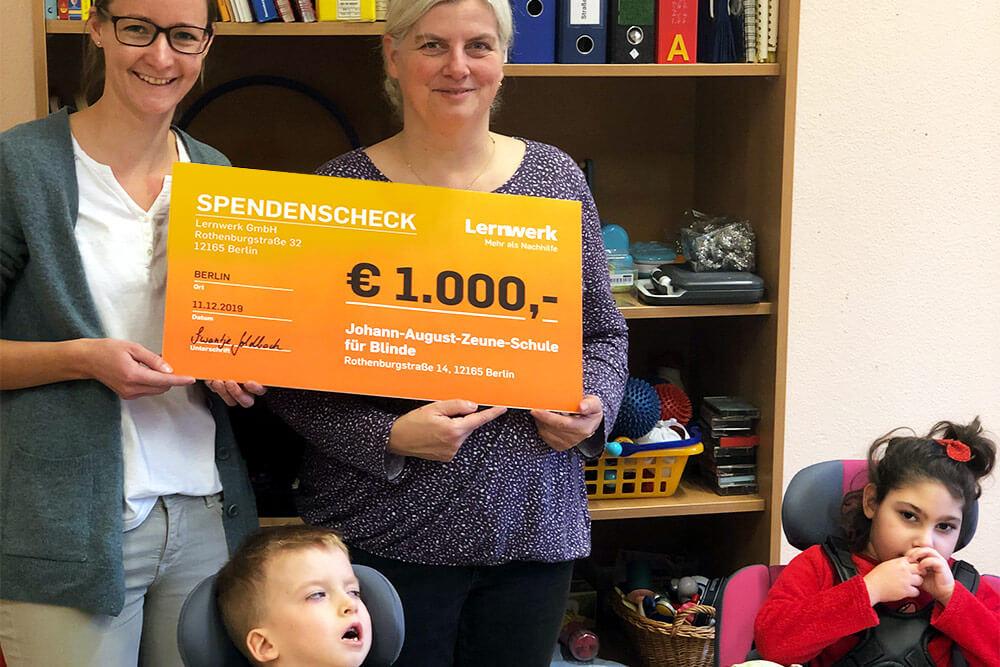 Großer Check über 1000 Euro